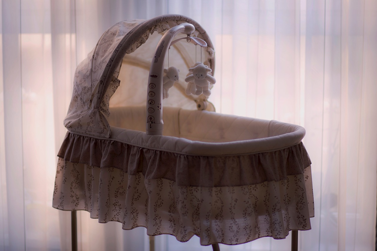 How to Put a Newborn to Sleep in a Bassinet?